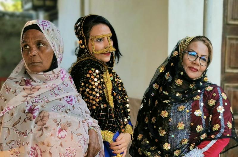 Women in traditional Bandar Abbas costume