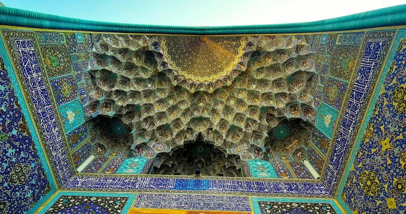 La période safavide était le point culminant de la décoration en céramique et calligraphie