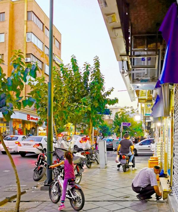 Les motos sont un moyen de transport populaire en Iran.